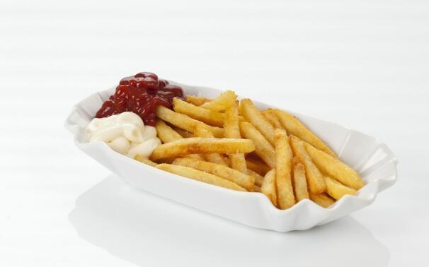健康饮食:用烤箱做出来的薯条,只用一点点油好吃又健康!